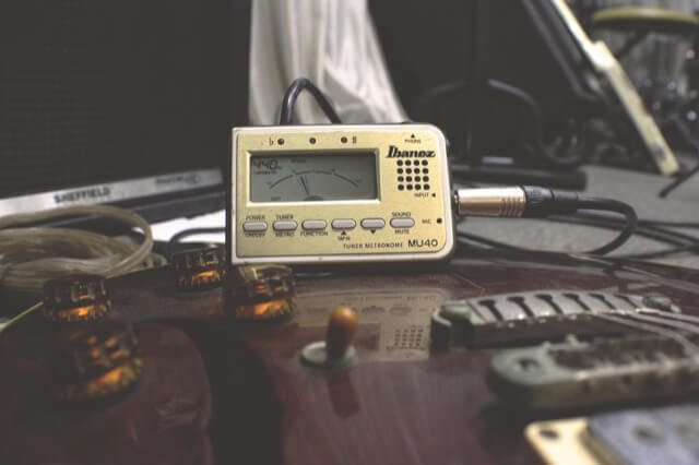 How to Use a Guitar Tuner